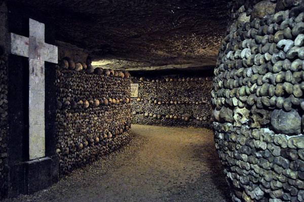 Парижские катакомбы — город мертвых в самом сердце жилых районов