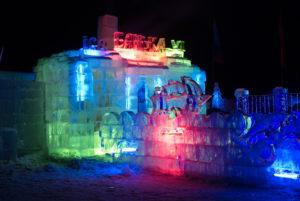 ledyanaya banka v nochi 300x201 Ледяная баня на Байкале