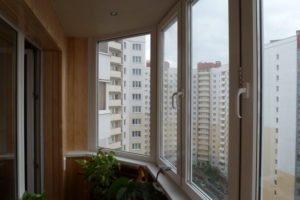 С помощью каких конструкций лучше всего остеклить балкон?
